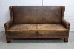 art-deco Sofa, um 1910 Palisander, schwarz abgesetzt, Perlmutt eingelegt, Pfostenbeine,
