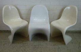 3 Panton Chairs, 1983 glänzend lackierter Hartschaum, weiß, 2x leicht vergilbt, minimale