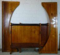 Biedermeier-Bett, um 1820 Kirschbaum, Seitenteile bogenförmig, Kopf- u. Fußteil gleich hoch, durch