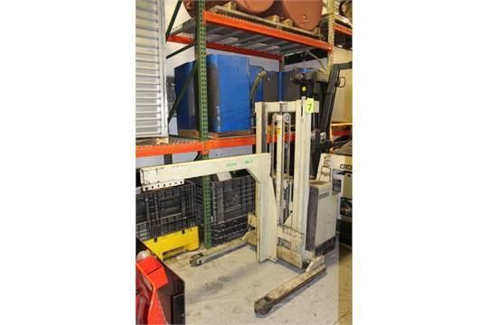 Lot 48 - Crown Model 30WTL 3,000 Lb Capacity Battery Powered Walk-Behind Forklift - Sterling Heights, MI