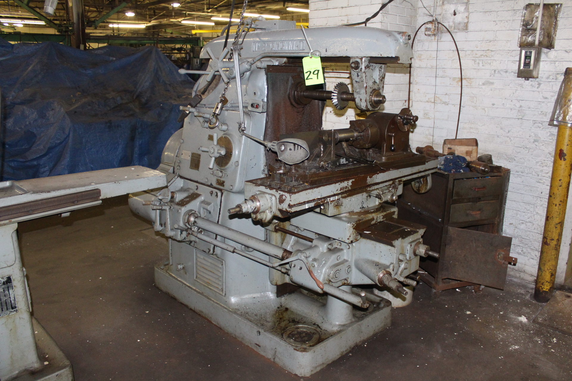 Lot 29 - Cincinnati No. 2 Universal Horizontal Milling Machine