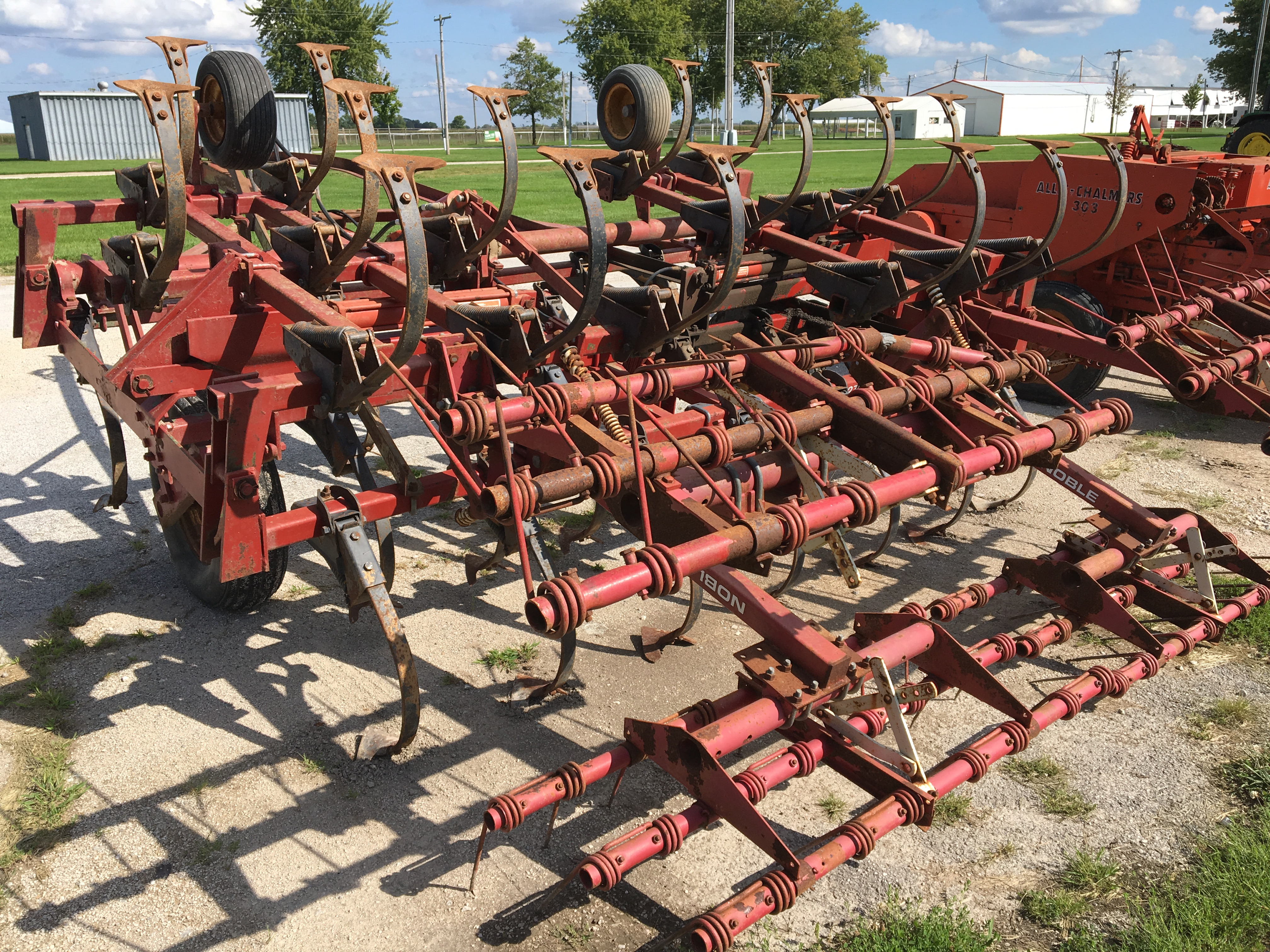 Lot 17 - Kewanee 270 Super Shank 20' field cultivator with 3 bar coil tine harrow.