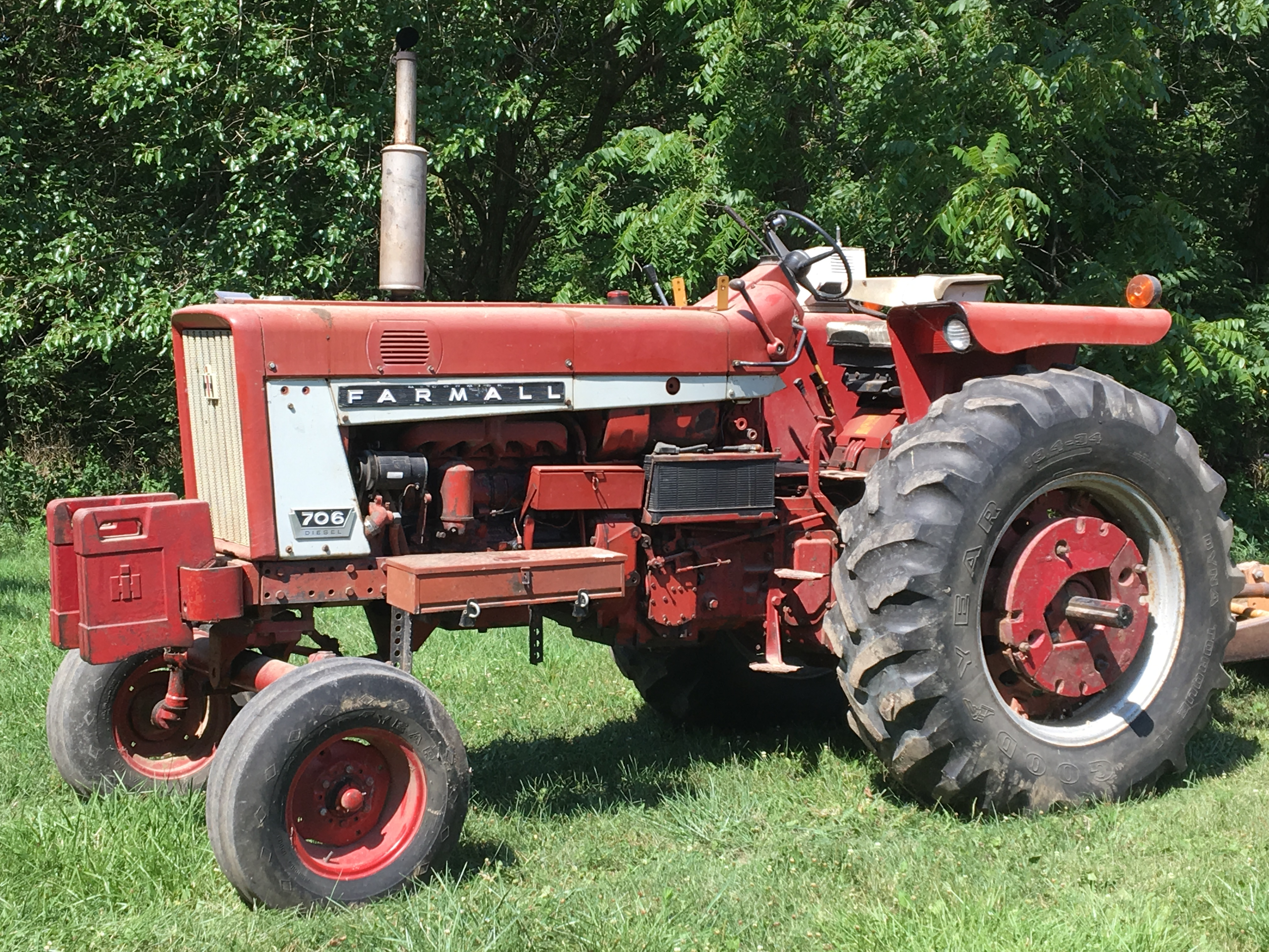 Lot 9 - Int 706 Diesel W.F. Tractor