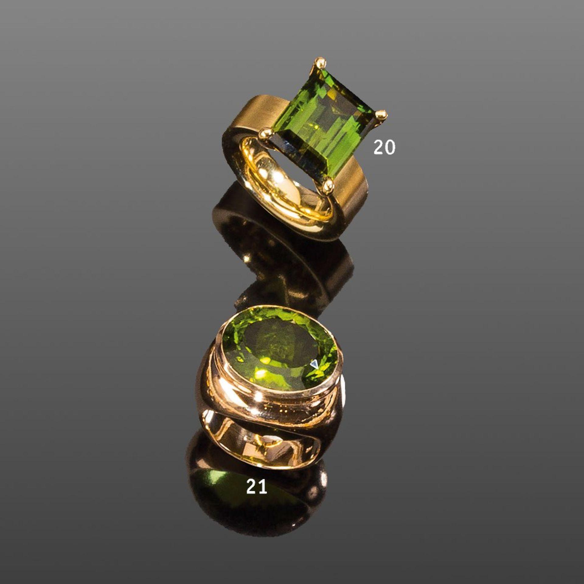 Hochfeiner Peridotring. Großer ovaler Peridot ca. 16,95 ct.! Fassung 14 ct. Roségold