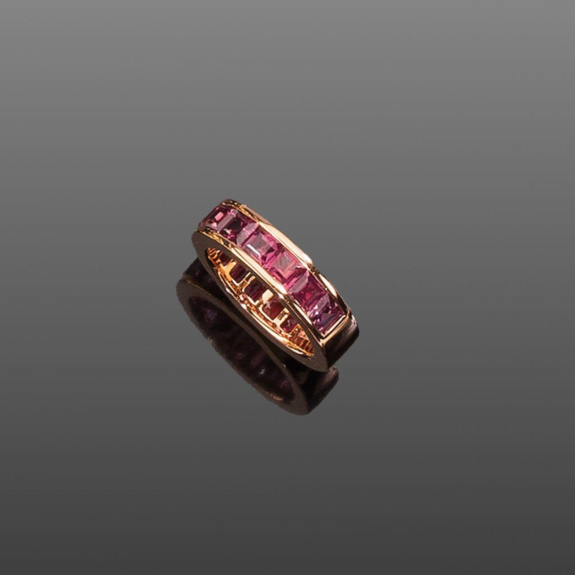 Memory-Ring. Eingeschliffene Rhodolithe ca. 5,53 ct. Fassung 18 ct. Roségold. Ringgr. 56
