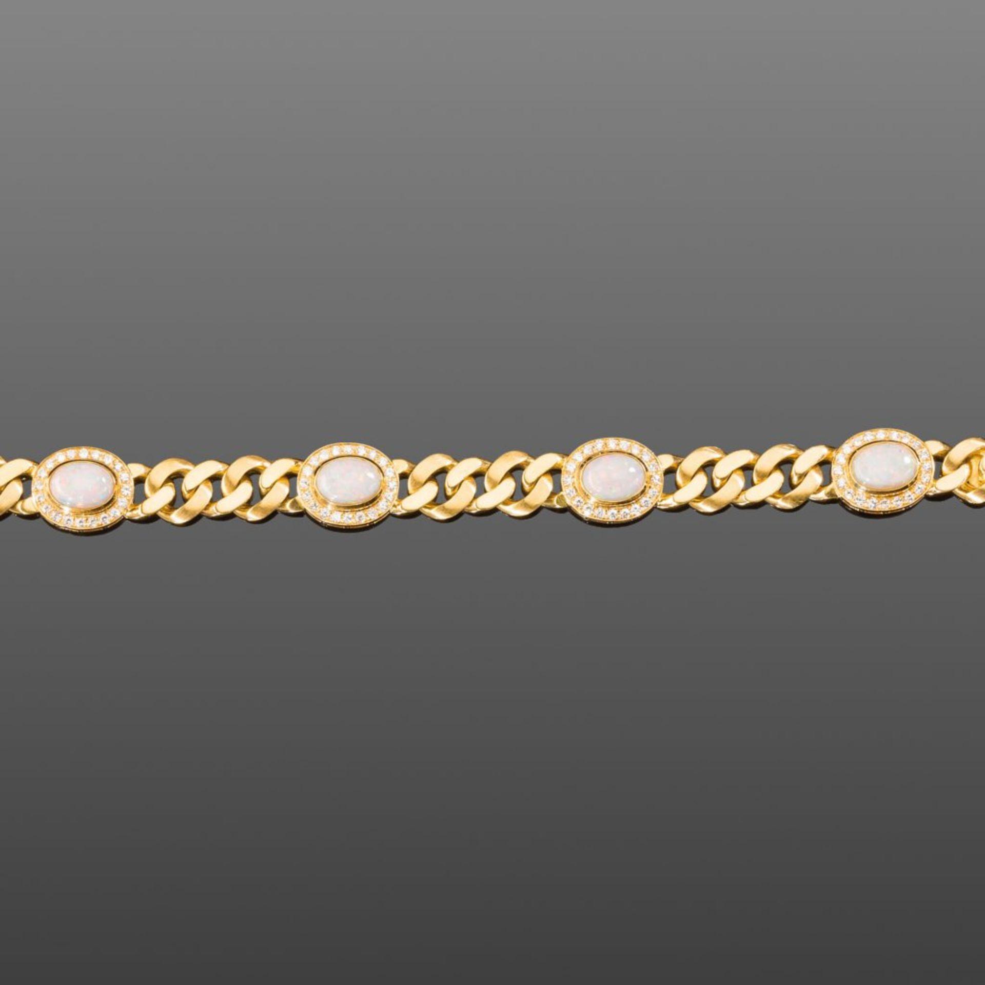 Opal-/Brillantarmband. Vier Opale ca. 12 ct. Brillanten ca. 2,40 ct. Feines Weiß (top wesselton),