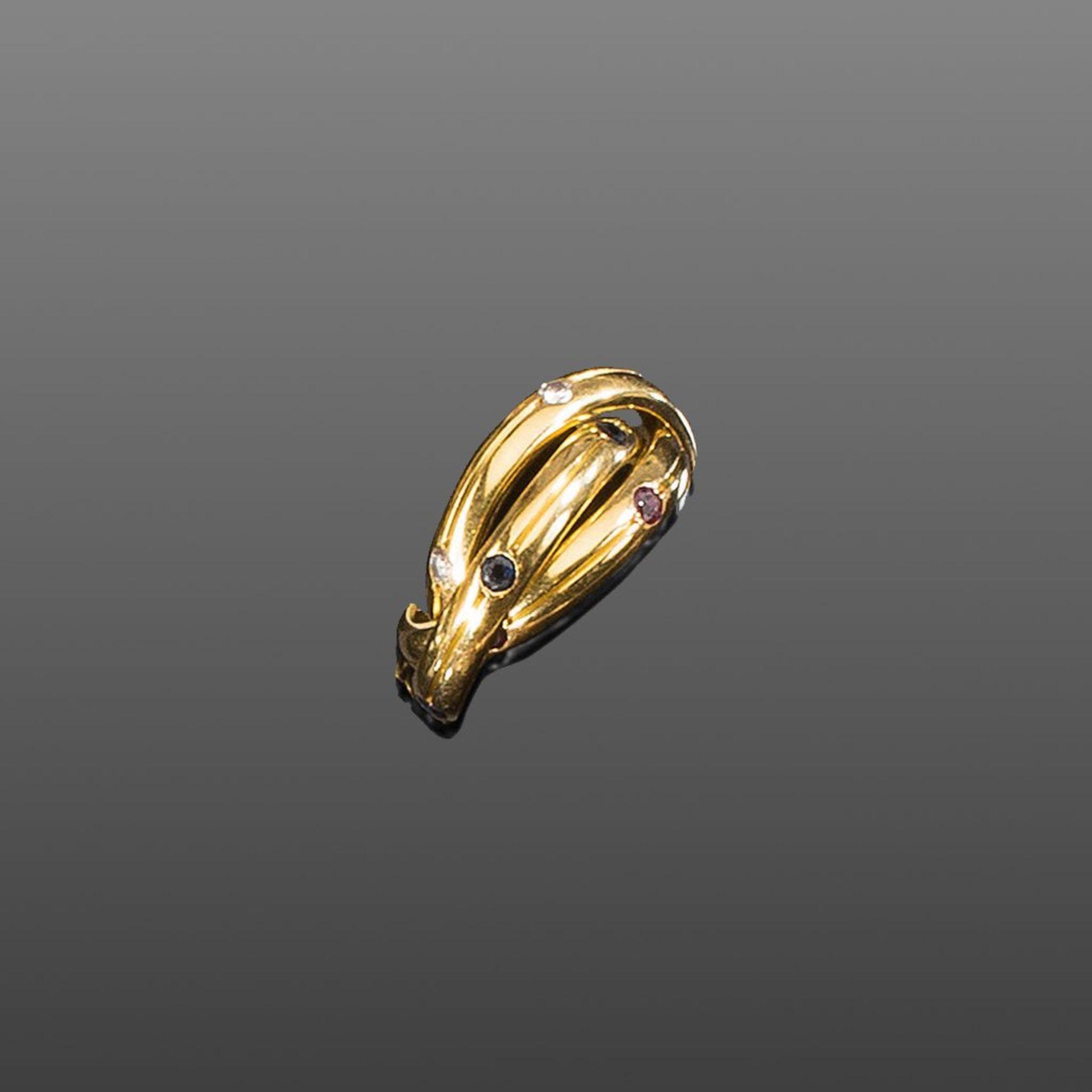 Dreifacher Cartier-Ring. Brillanten ca. 0,25 ct. Rubine und blaue Saphire. 18 ct. GG. Meistermarke
