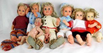 Konvolut Puppen Insgesamt acht diverse Puppen. Teils Schildkröt. Größen ca. 16 bis 60 cm. Teils