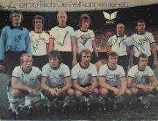 Fußball Nationalmannschaft Autograph Plakat (auf Platte aufgezogen) für den Sponsor Erima 1977 mit