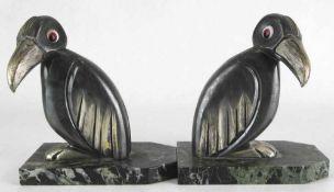 Hippolyte Francois Moreau 1832-1927 Paar Bücherstützen. Frankreich um 1920. Marmorplatten mit je