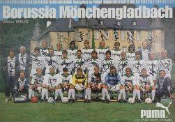Autograph Borussia Mönchengladbach Plakat (auf Platte aufgezogen). Das Aufgebot für die Saison