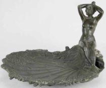 Jugendstil Visitenkartenschale. Deutsch um 1900. Unbekleidete Nymphe auf einer muschelförmigen