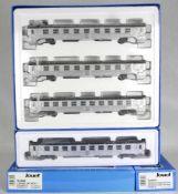 Vier Personenwagen H0. Jouef HJ4042 mit drei Silberlingen in Wagenpackung und zusätzlich ein