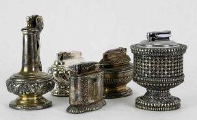 Fünf Ronson Tischfeuerzeuge. Verschiedene Formen, nicht geprüft, für Selbstbesichtiger.