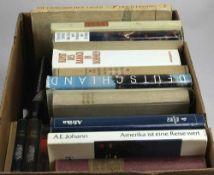 Konvolut Bücher. 19 Bücher zu kunsthistorischen, geographischen und literarischen Themen.