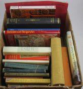 Konvolut Bücher. 26 Bücher zu kunsthistorischen, historischen, stilgeschichtlichen und literarischen