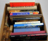 Konvolut Bücher. 19 Bücher zu kunsthistorischen, geographischen, philosophischen und literarischen