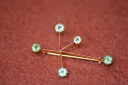 A 15ct gold five stone peridot constellation brooch, 2.85g gross