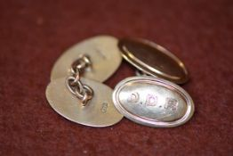 A pair of 9ct gold oval engraved chainlink cufflinks 7.49g