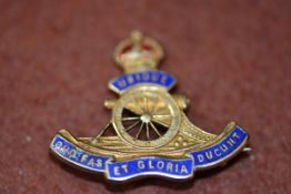 A 9ct gold Royal Artillery enamelled sweetheart brooch. Weight 3.55g