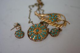 A suite of Indian gold and turquoise-set jewellery comprising: a pendant of circular form, the