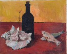 Erhard Gassan, Stillleben mit Fischen, Muschel und Flasche. 1969. Öl auf Leinwand, vollflächig auf