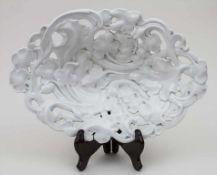 Schale mit Blattrankendekor / A bowl with leaf tendrils, Meissen, ca. 1860 Material: