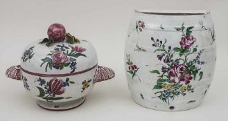 Lavabo und Deckelterrine / A lavabo and a tureen, wohl Frankreich, 19. Jh. Material: Fayence,