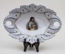 Schale mit Mädchenporträt / A bowl with a girl's portrait, KPM Berlin, um 1900 Material: