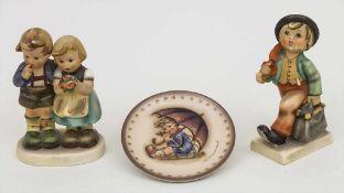 Konvolut 2 Hummel-Figuren und 1 Teller / A set of 2 Hummel figures and 1 plate, Goebel Material: