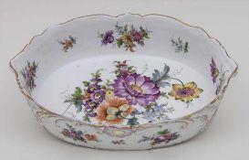 Große ovale Schale / A huge oval bowl, Carl Thieme, Potschappel, um 1880 Material: Porzellan,