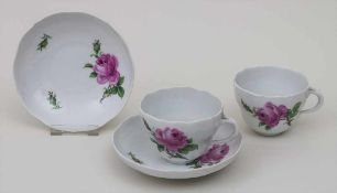 2 Tassen mit Untertassen 'Rote Rose' / 2 cups and saucers 'red rose', Meissen, 1924-34 Material: