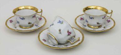 3 Tassen mit Untertassen 'Streublumen' / 3 cups and saucers 'scattered flowers', Meissen, 1.
