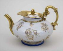 Teekanne mit Blütendekor / A teapot with flowers, Meissen, um 1800 Material: Porzellan, glasiert und