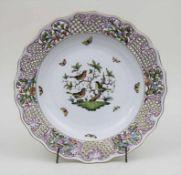 Große Schale / A large dish, Herend, 2. Hälfte 20. Jh. Material: Porzellan, weiß, polychrom