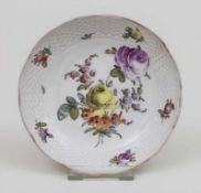 Zierschale mit polychromer Blumenmalerei / A small dish with flowers, Carl Thieme, Potschappel, um