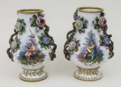 Paar Vasen 'Kavalier und junge Dame' / A pair of vases 'cavalier and young lady', Meissen, um 1800