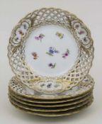 6 Gebäckteller mit Streublumen und Korbrand / 6 biscuit plates with scattered flowers, Meissen, um