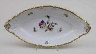 Schale mit Blumen und Insekten / A bowl with flowers and insects, KPM Berlin, um 1900 Material: