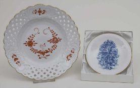 2 Teller 'Indisch Rot' und 'Esche' / Two plates 'Indian Red' and 'Esche/ash tree', Meissen, 20.