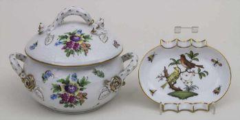 Deckeldose und Aschenbecher / A lidded vessel and ashtray, Herend, 2. Hälfte 20. Jh. Material: