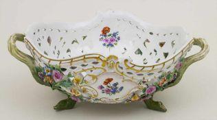 Korbschale / A basket shaped bowl, Meissen, um 1880 Material: Porzellan, polychrom bemalt,