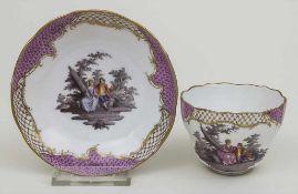 Tasse und Untertasse mit Watteau-Szenen / A cup and saucer with Watteau sceneries, Meissen, 19.