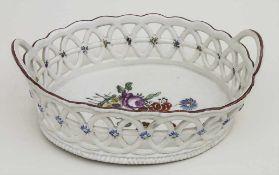 Ovale Korbschale / An oval basket, Ludwigsburg, um 1750 Material: Porzellan, polychrom bemalt,