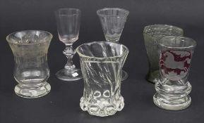 Konvolut 6 Gläser / A set of 6 glasses, 18./19. Jh. Darunter 1 Fußbecher mit Pferdedekor, 1