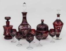 Konvolut rubinroter Gläser / A set of ruby red glasses 3 Karaffen, 1 Bonbonnière, 6 Likörgläser,