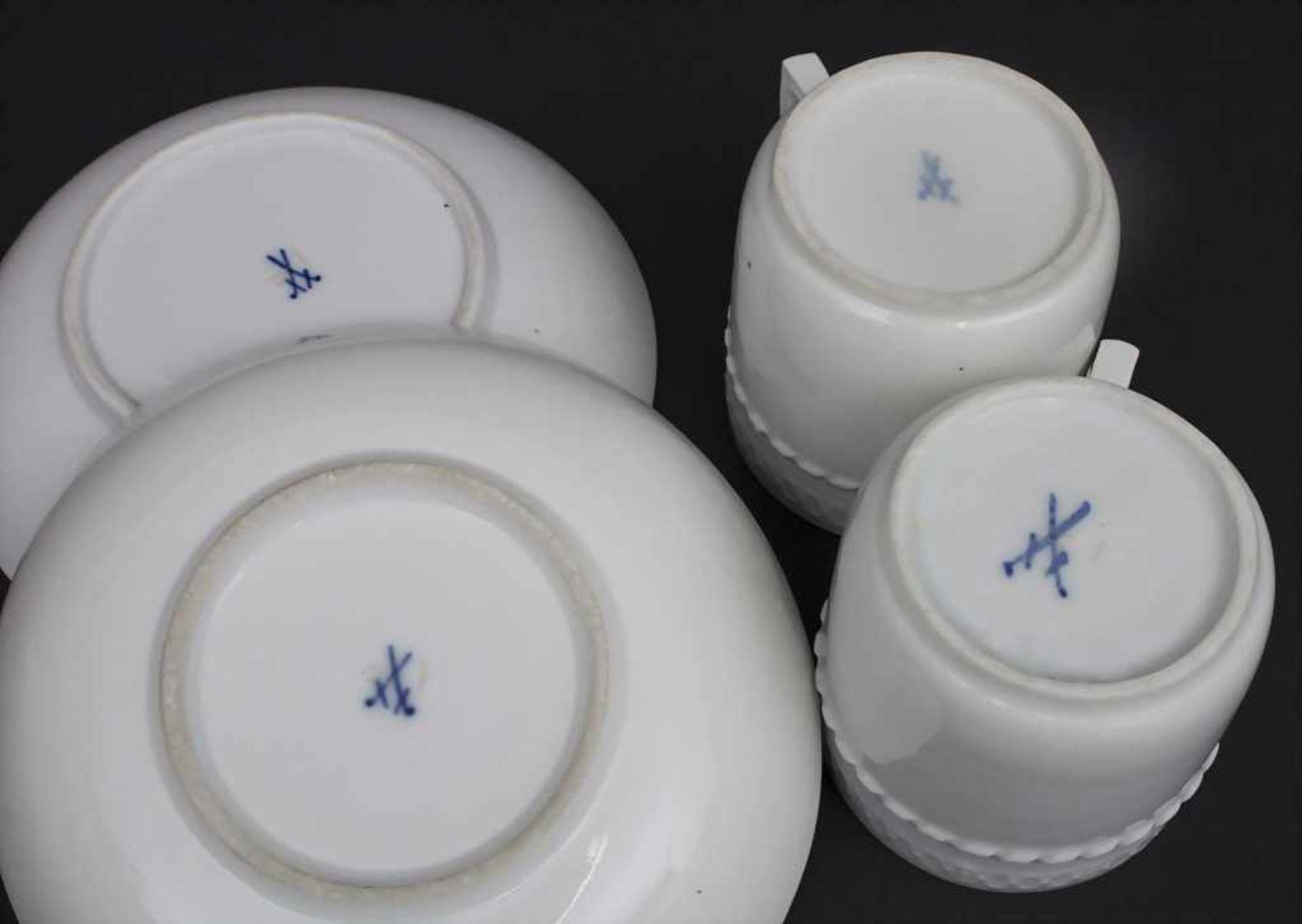 Paar Tassen mit UT / A pair of cups and saucers, Meissen, um 1820 Material: Porzellan, weiß, - Bild 2 aus 2