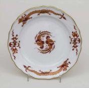 Teller 'Roter Hof-Drache' / A plate 'Red Dragon', Meissen, um 1920 Material: Porzellan, glasiert,