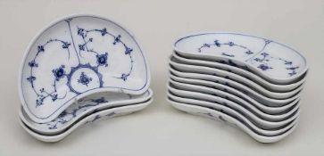 12 Grätenteller Musselmalet / A set of 12 demi-lune plates 'Musselmalet', Royal Copenhagen, vor 19