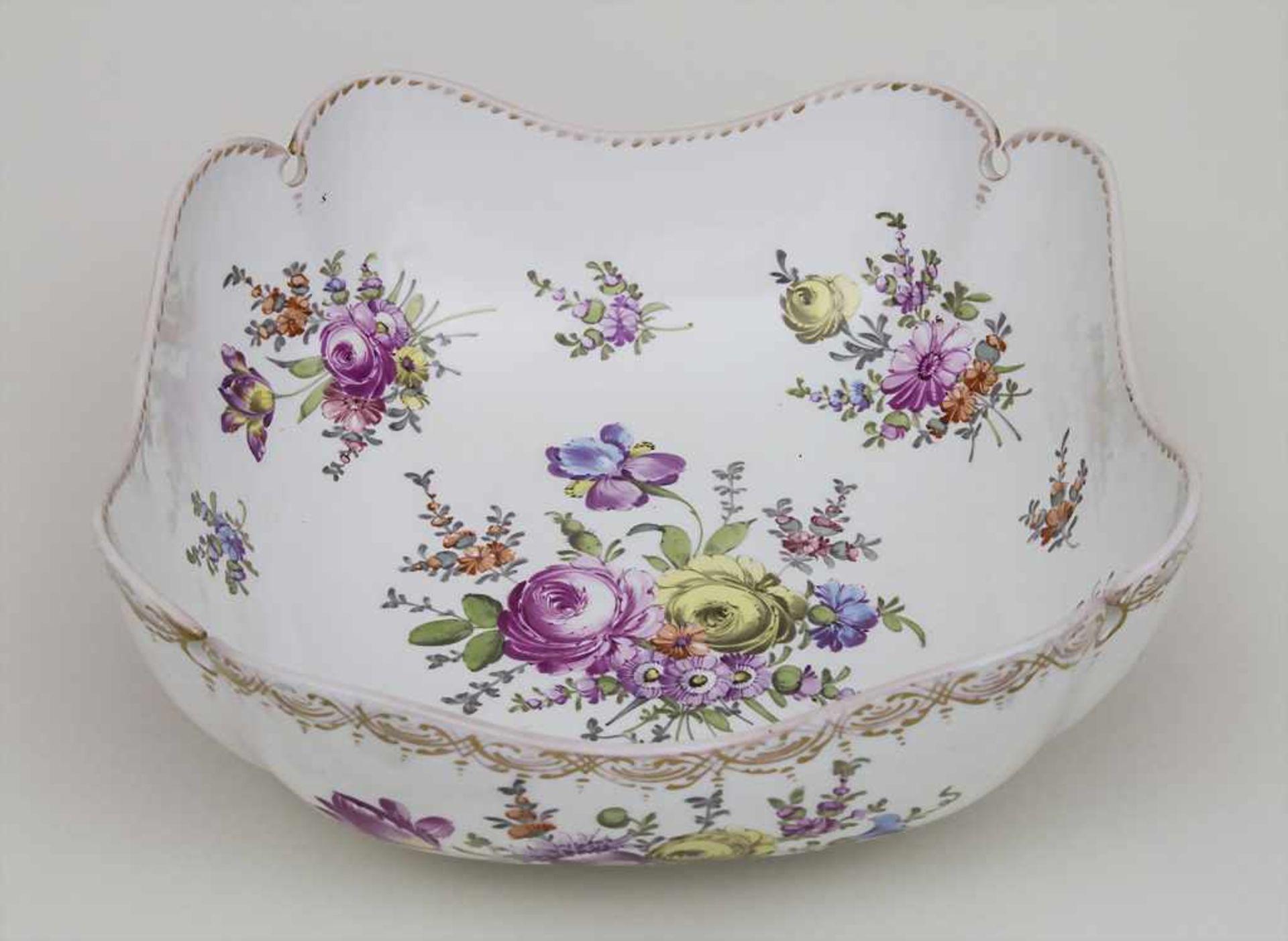 Schale mit Blumenmalerei / A bowl with flowers, Meissen, um 1860 Material: Porzellan, polychrom